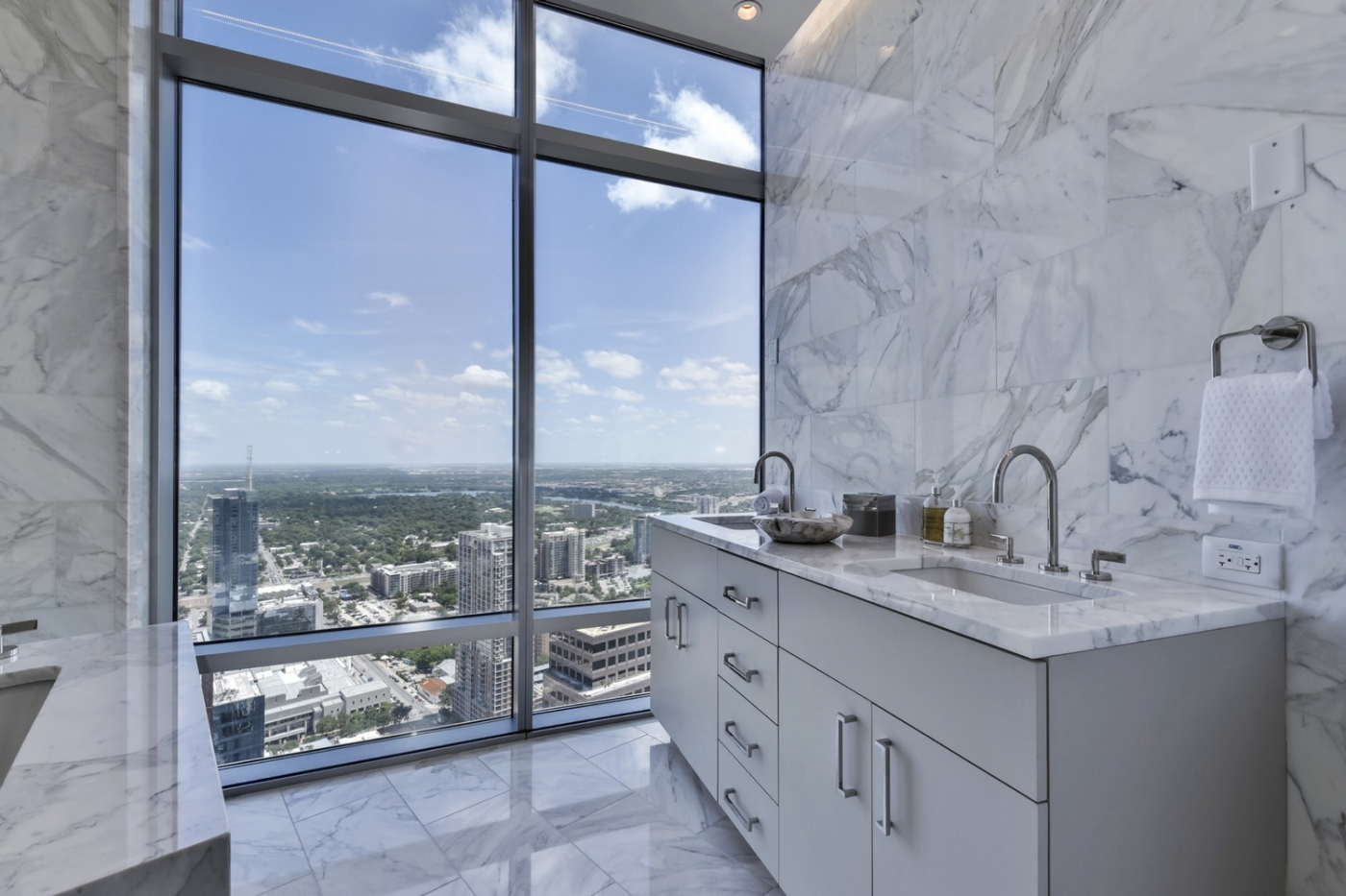 200 N Congress Ave Unit 47RR | Luxury Home For Sale At The Austonian